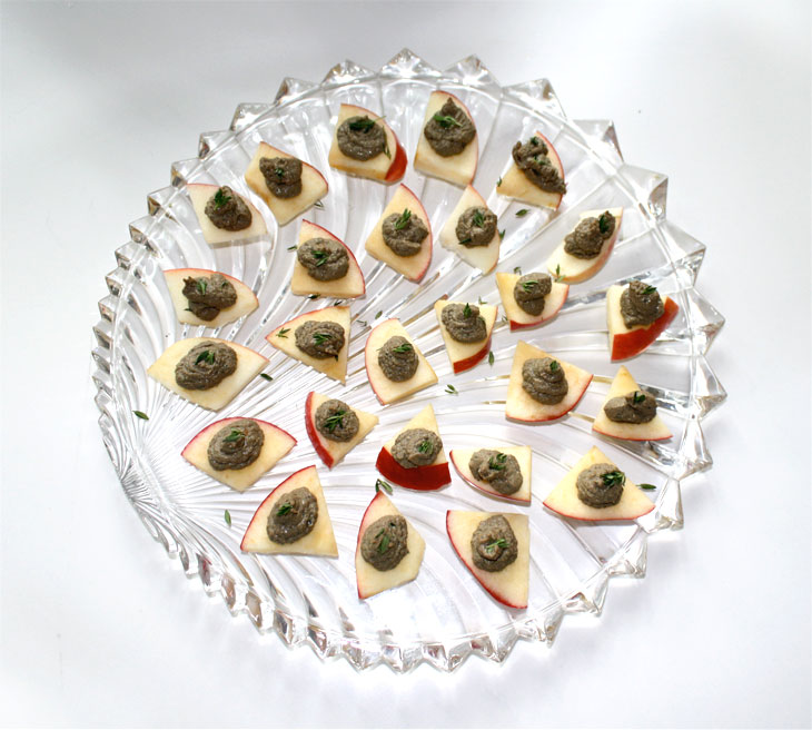 Canapés of Chicken Liver Mousse on Apple